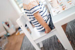 Dziecko przy stoliku