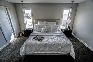 Puszysty dywan w sypialni